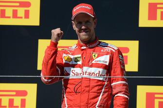 Podium: winnaar Sebastian Vettel, Ferrari