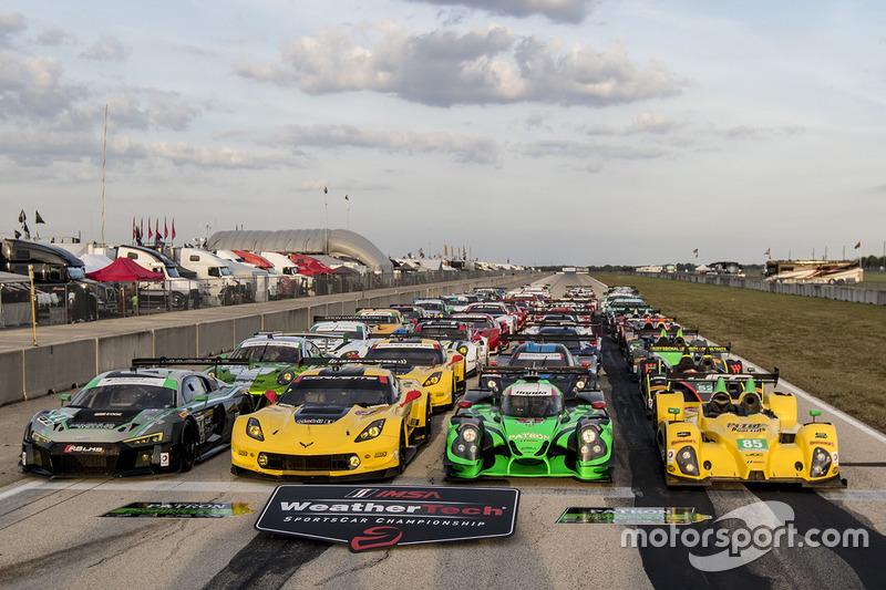 Gruppenbild mit allen Fahrzeugen 2016