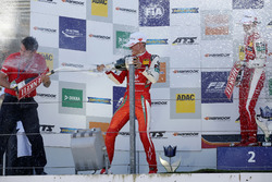 Подіум: переможець Ральф Арон (PREMA Theodore), другий призер Гуанью Чжоу (PREMA Theodore), третій призер Мік Шумахер (PREMA Theodore)