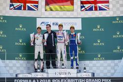 Подиум: победитель Максимилиан Гюнтер, BWT Arden, второе место – Джордж Расселл, ART Grand Prix, третье место – Ландо Норрис, Carlin