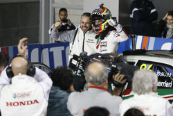 Race winner Esteban Guerrieri, Honda Racing Team JAS, Honda Civic WTCC with Tiago Monteiro, Honda Racing Team JAS, Honda Civic WTCC