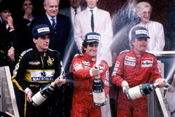 Podio: ganador de la carrera Alain Prost, McLaren, segundo lugar Keke Rosberg, McLaren, tercer lugar Ayrton Senna, Lotus
