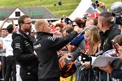 Valtteri Bottas, Mercedes-AMG F1 signs autographs for the fans