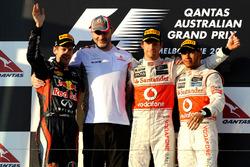 Podio: il secondo classificato Sebastian Vettel, Red Bull Racing, il vincitore della gara Jenson Button, McLaren, il terzo classificato Lewis Hamilton, McLaren