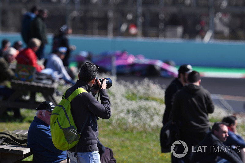 Photographers and fans