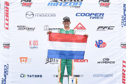 El ganador de la carrera Rinus van Kalmthout