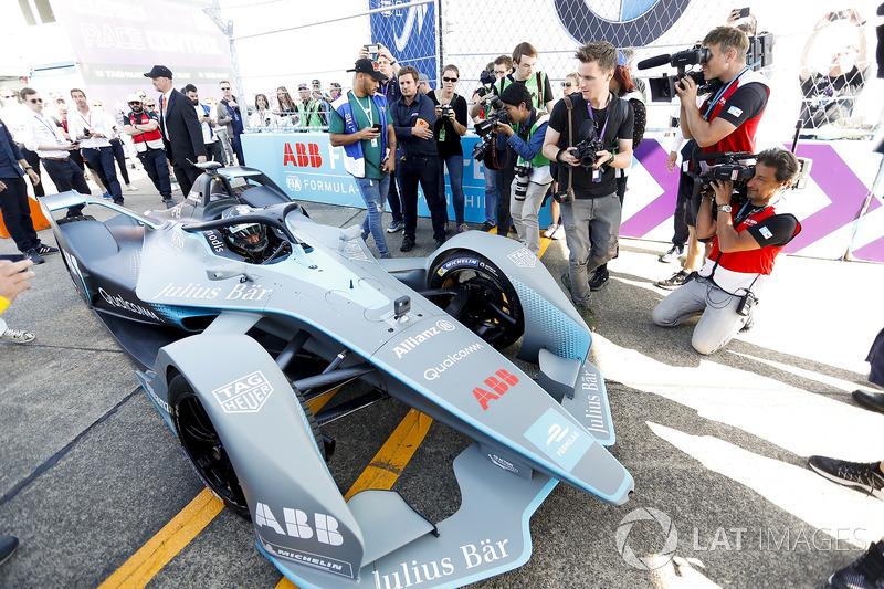 Persiapan uji coba mobil baru Formula E di Sirkuit Templehof