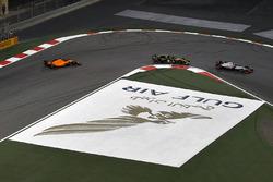 Kevin Magnussen, Haas F1 Team VF-18, Nico Hulkenberg, Renault Sport F1 Team R.S. 18 and Fernando Alonso, McLaren MCL33