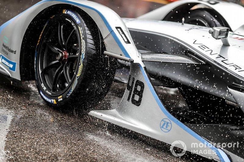Rain hitting the front of the car of Edoardo Mortara, Venturi Formula E, Venturi VFE05