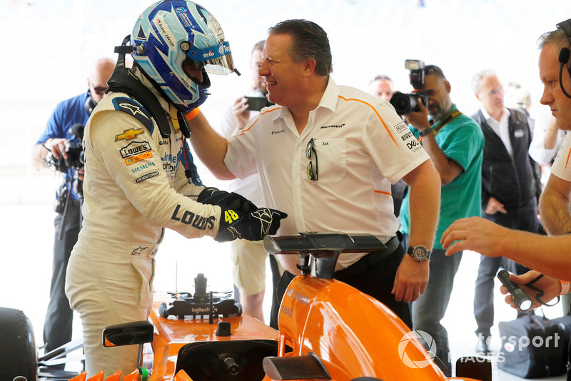 Jimmie Johnson dans la McLaren et Zak Brown