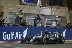 Race winnaar Nico Rosberg, Mercedes AMG F1