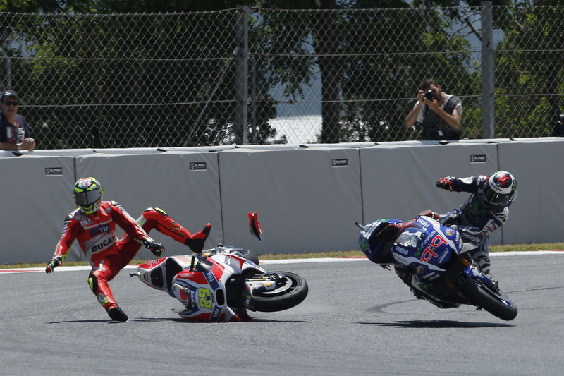Andrea Iannone, Ducati Team, Jorge Lorenzo, Yamaha Factory Racing, chocan