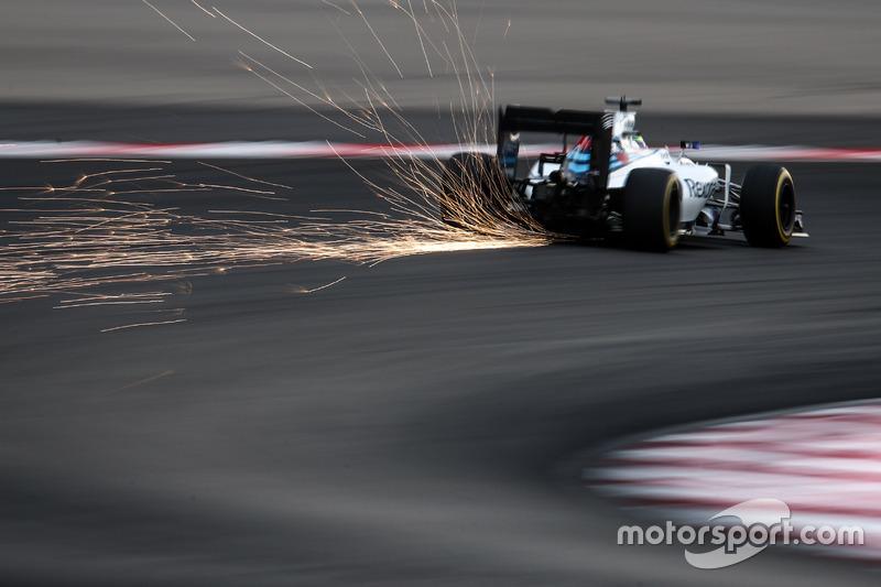 Valtteri Bottas, Williams FW38 sends sparks flying
