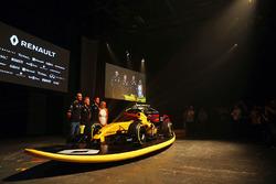 Cyril Abiteboul, Renault Sport F1 Managing Director, Kevin Magnussen, Renault Sport F1 Team, Jolyon