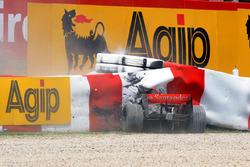 Crash: Heikki Kovalainen, McLaren MP4-23
