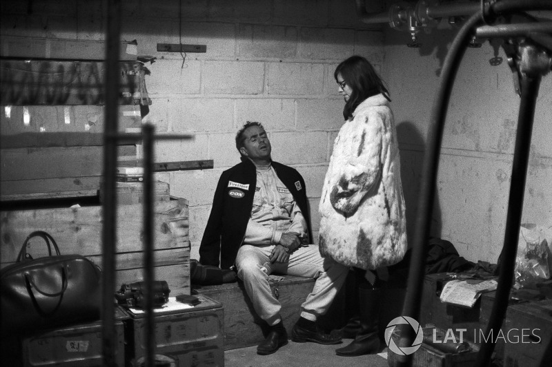 1967 год. Фил Хилл в боксах