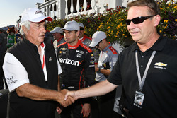 Will Power, Team Penske Chevrolet, Roger Penske, Team Penske owner, Mark Kent; GM Racing at General Motors Victory Lane