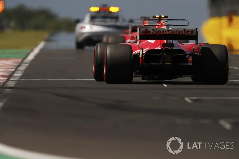 Автомобіль безпеки попереду Себастьяна Феттеля, Ferrari SF70H, Кімі Райкконена, Ferrari SF70H