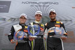 Rookie Podium: Winnaar Lando Norris, Carlin Dallara F317 - Volkswagen, tweede plaats Joey Mawson, Van Amersfoort Racing, Dallara F317 - Mercedes-Benz, derde plaats Jehan Daruvala, Carlin, Dallara F317 - Volkswagen