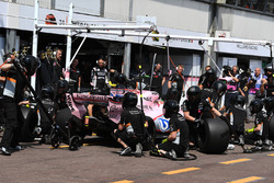 Sergio Perez, Force India VJM10 pit stop