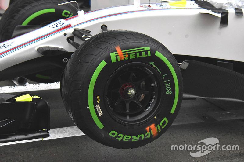 Williams FW40, mozzo cerchio anteriore chiuso
