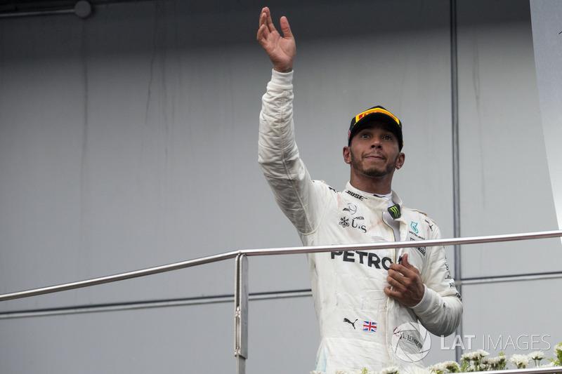 Льюіс Хемілтон, Mercedes AMG F1, святкує на подіумі