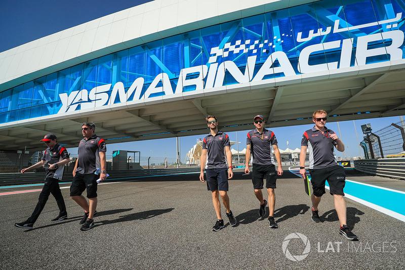 Romain Grosjean, Haas F1 camina por el circuito