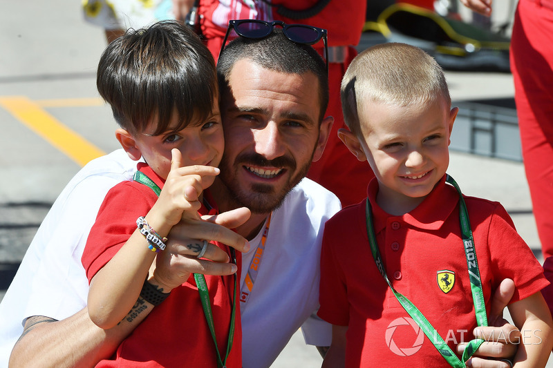 Leonardo Bonucci, Footballer with young Ferrari fans