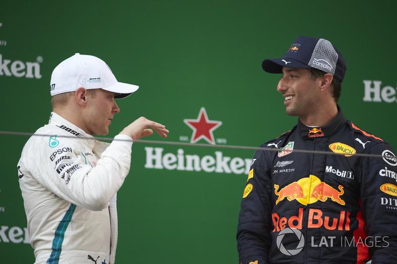 Podium : le vainqueur Daniel Ricciardo, Red Bull Racing, le deuxième, Valtteri Bottas, Mercedes-AMG F1, le troisième, Kimi Raikkonen, Ferrari