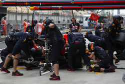 Max Verstappen, Red Bull Racing RB14 Tag Heuer, au stand