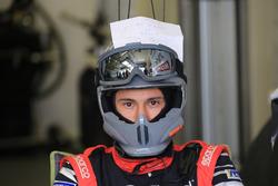 Un membre de l'équipe Rebellion Racing