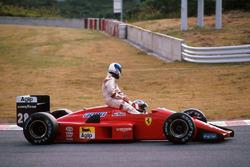 Gerhard Berger, Ferrari F1/87/88C, gives Derek Warwick, Arrows a lift back