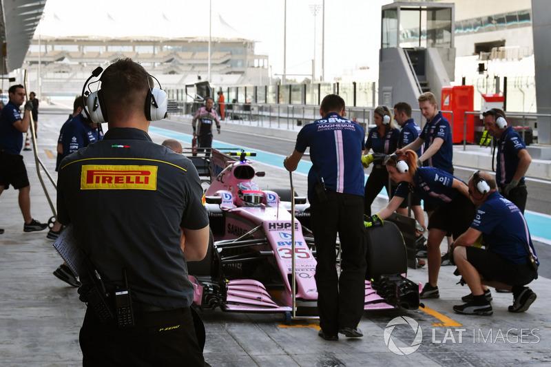 Ingeniero de Pirelli y Nikita Mazepin, Sahara Force India VJM10