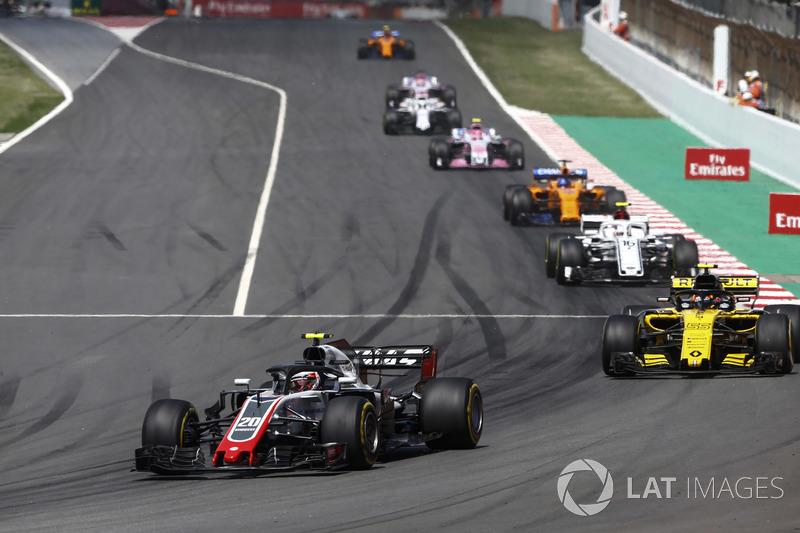 Кевин Магнуссен, Haas F1 Team VF-18, Карлос Сайнс, Renault Sport F1 Team RS18, Шарль Леклер, Alfa Romeo Sauber C37, и Фернандо Алонсо, McLaren MCL33