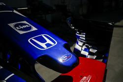 Toro Rosso STR13 nariz y ala delantera