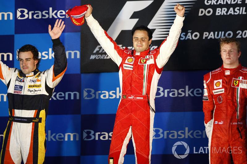 Podio: segundo lugar Fernando Alonso, Renault R28, Ganador de la carrera Felipe Massa, Ferrari, tercer lugar Kimi Raikkonen, Ferrari