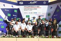 صورة جماعية خلال الجولة الأولى في البحرين من الموسم التاسع لتحدي كأس بورشه جي تي 3 الشرق الأوسط
