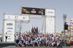 Winners Thierry Neuville, Nicolas Gilsoul, Hyundai Motorsport Hyundai i20 Coupe WRC with the team