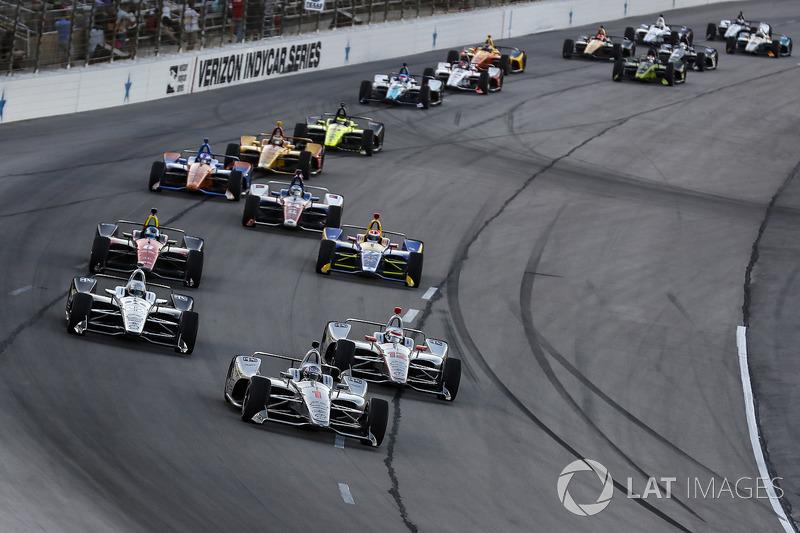 Josef Newgarden, Team Penske Chevrolet leads on a restart