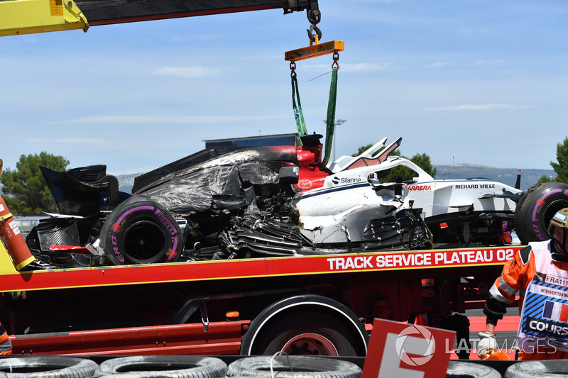The crashed car of Marcus Ericsson, Sauber C37 is recovered in FP1