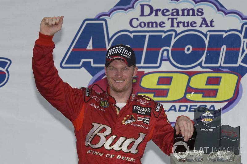 Ganador de la carrera Dale Earnhardt Jr.