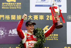 Podium: Race winner Callum Ilott, SJM Theodore Racing by Prema, Dallara Mercedes