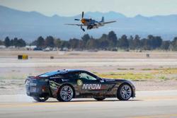 Sam Schmidt y el ARROW-modificado Corvette C7 Z06 en la Nellis Air Force Base, NV