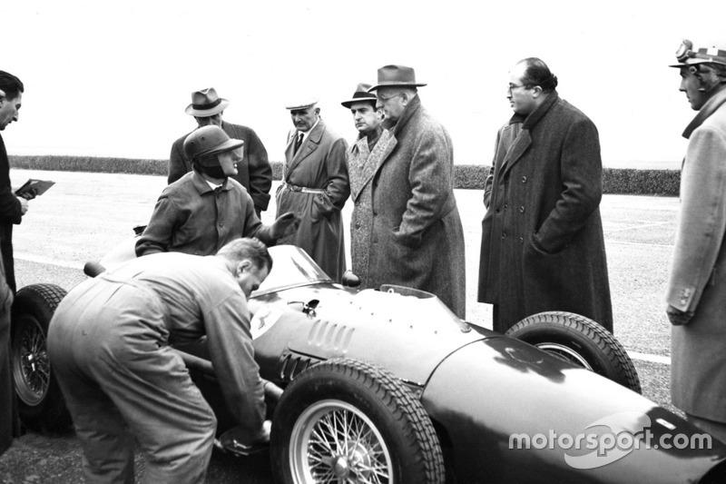 Essais de la Ferrari 246 F1 à Modène avec Martino Severi, Enzo Ferrari, Luigi Bazzi et Carlo Chiti