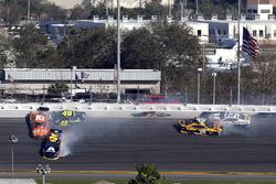 Crash: William Byron, Hendrick Motorsports, AXALTA Chevrolet Camaro, Daniel Suarez, Joe Gibbs Racing Toyota, Jimmie Johnson, Hendrick Motorsports Chevrolet Camaro