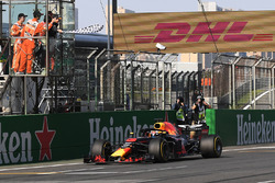 Race winner Daniel Ricciardo, Red Bull Racing RB14 takes the chequered flag