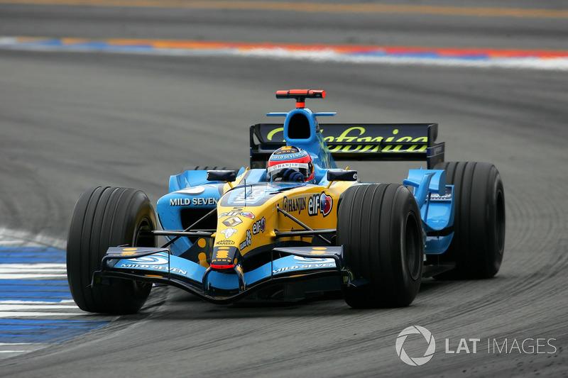 Race winner Fernando Alonso, Renault R25