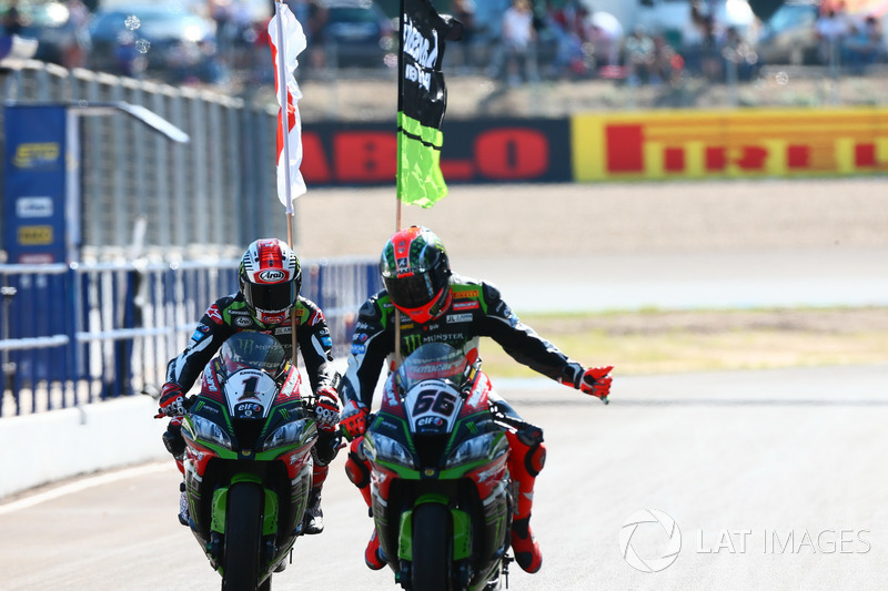 Ganador de la carrera Jonathan Rea, Kawasaki Racing, Tom Sykes, Kawasaki Racing