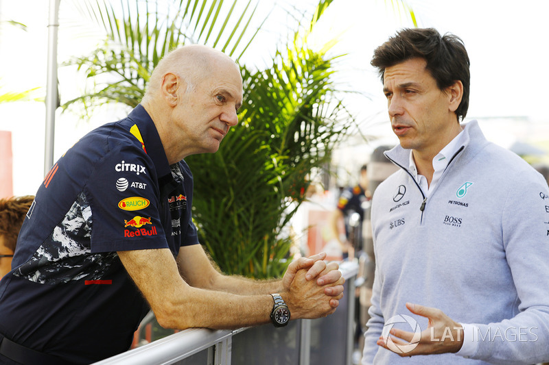 Adrian Newey, director técnico, Red Bull Racing y Toto Wolff, Director Ejecutivo, Mercedes AMG