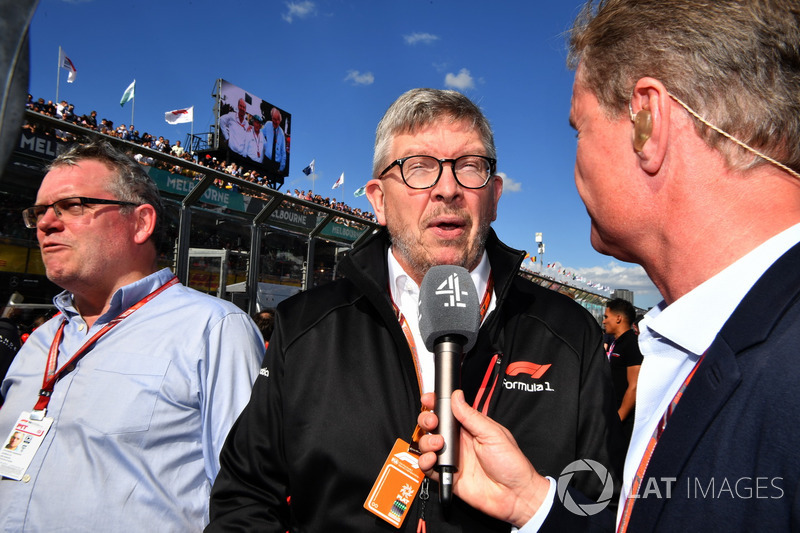 Joe Saward, Journalist, Ross Brawn, Formula One Managing Director of Motorsports and David Coulthard, on the grid